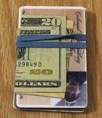rubber band wallet Trendy Office Supply Hacks